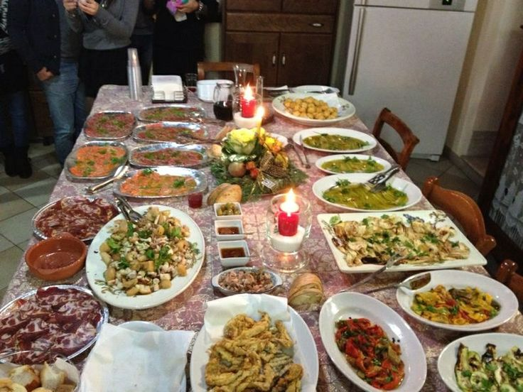 italy calabria dinner italian drink recipes crazy calabrian table typical christmas travel tipical portions dinners visit settings uploaded user dining