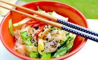 Konjacnudeln mit Pak Choi und Tofu