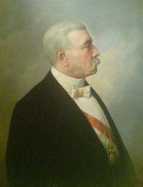 Porfirio Díaz Mori nació en Oaxaca el 15 de setiembre de 1830. Sus padres fueron José Faustino Díaz y Petrona Mori. Estudió Leyes en el Instituto de Ciencias y Artes de la misma ciudad.  En lugar de ejercer su carrera, en 1854 se incorporó a las fuerzas de Juan N. Álvarez que lograron derrocar al presidente Antonio López de Santa Ana. Destacó en la Guerra de la Reforma (1858-1860), derrotando a los conservadores en varias batallas. En 1861 se convirtió en diputado por Oaxaca.  Durante la…
