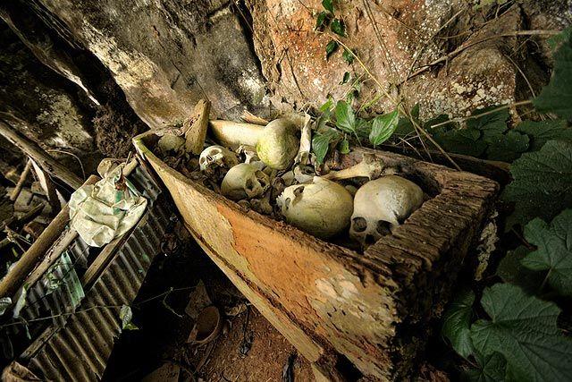 Wonderful Indonesia - Londa : Visit into the Cave Cemetery of Toraja
