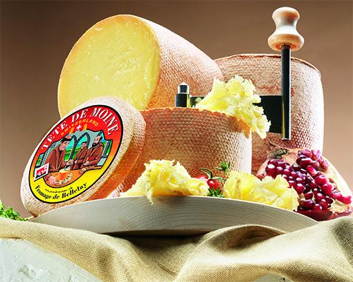 Las vacas que dan leche destinada a la producción de los quesos suizos son alimentadas, tanto en el invierno cono en el verano, con pasto exento de ensilado.