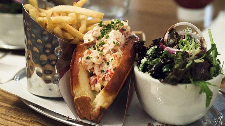 Lobster roll ricetta americana, panino con astice e burro fuso, foodporn