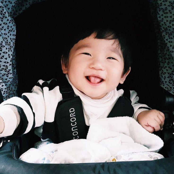 Happy   #goodmorning #happy #joy #mood #baby #bebe #kinderwagen #pushchair #stroller #passeggino #cochecito #happykid #kid #boy #babyboy #concord #concordneo #repost