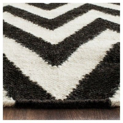 Suri Dhurry Area Rug - Black/Ivory (6' Square) - Safavieh