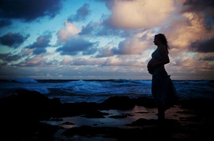 Hawaii Beach Photos portrait of a pregnant woman on the beach