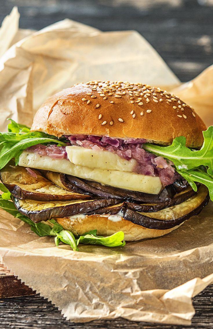 Step by Step Rezept: Halloumi-Auberginen-Burger mit Zwiebelrelish und Pastinaken-Karotten-Stäbchen  Rezept / Kochen / Essen / Ernährung / Lecker / Kochbox / Zutaten / Gesund / Schnell / Frühling / Einfach / DIY / Küche / Gericht / Blog / Leicht  / Veggie / Vegetarisch / 30 Minuten / Käse   #hellofreshde #kochen #essen #zubereiten #zutaten #diy #rezept #kochbox #ernährung #lecker #gesund #leicht #schnell #frühling #einfach #küche #gericht #trend #blog #halloumi #burger #veggie #vegetarisch