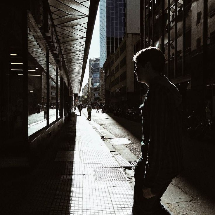 Fuga. #streetphotography #photostreet #streetview #streetphotographers #ig_street#streetleaks#wearethestreet #friendsinperson#ourstreets #streetdreamsmag#sdmfeatures #storyofthestreet #urbanosaires #igersbsas #buenosaires #fotografiaurbana