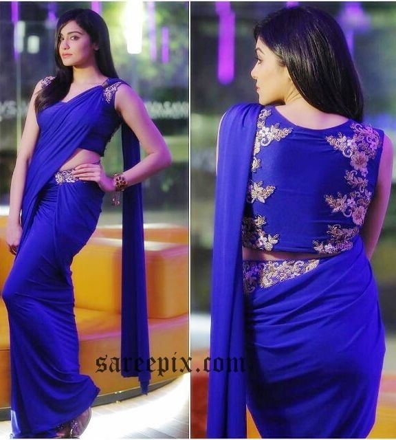 """Adah Sharma in saree, designed by Binal Shah, at a recent event. The """"Garam"""" movie actress looks eye catchy in cobalt blue saree paired with sleeveless mat"""