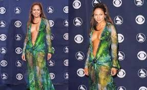 Resultado de imagen para jennifer lopez vestido verde transparente