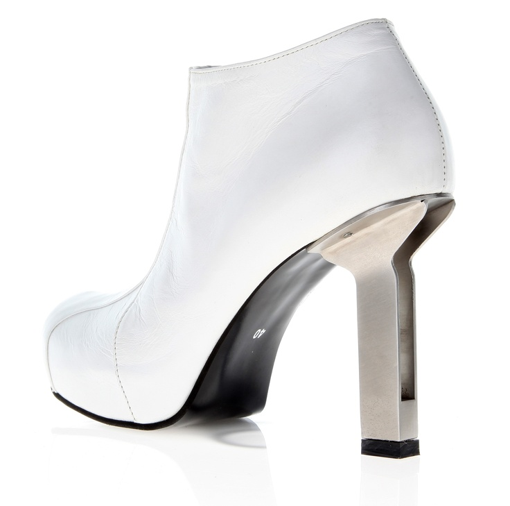 Womans shoe (leather, stainless   -steel heel)
