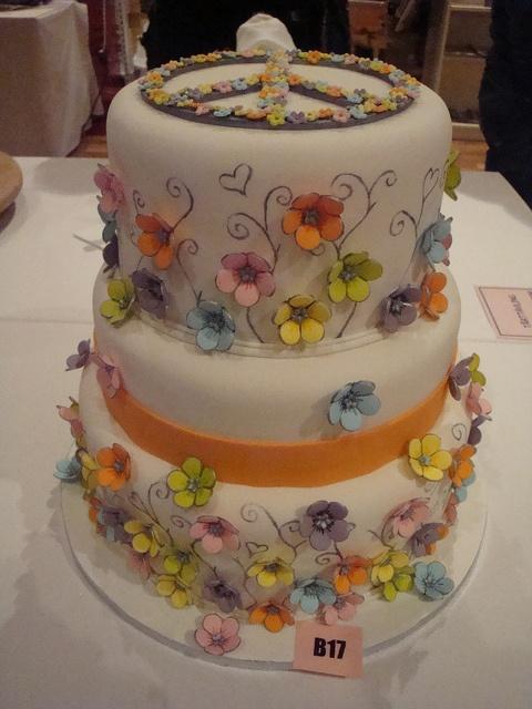 Flower power cake for Scandinavian Cake Show by Himmelske-kager, via Flickr