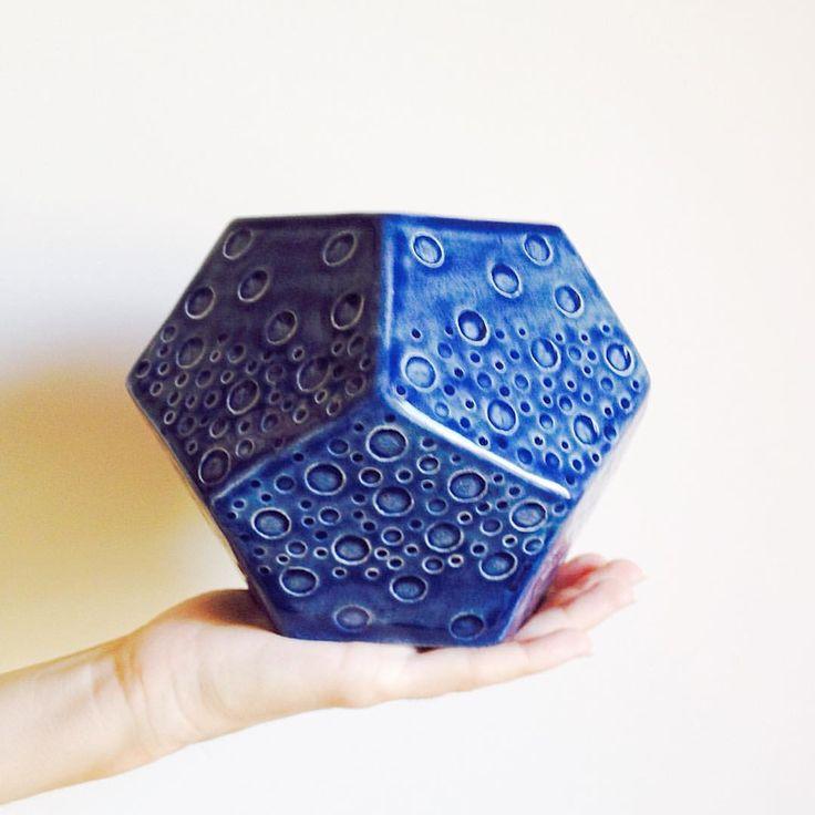 A flowerpot I made in my pottery class  Seramik kursunda yaptığım saksı #craftastherapy #craftastherapy_geometrical #pottery #clay #ceramics #ceramica #keramik #keramika #ceramique #handmade #handmadeisbetter #flowerpot #handcrafted #glaze #seramik #sır #elişi #makersgonnamake #duncanglazes #planter #homedecor