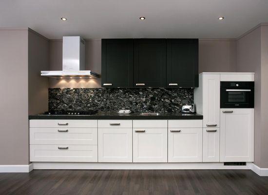 Keller keuken, zwart wit, compacte keuken