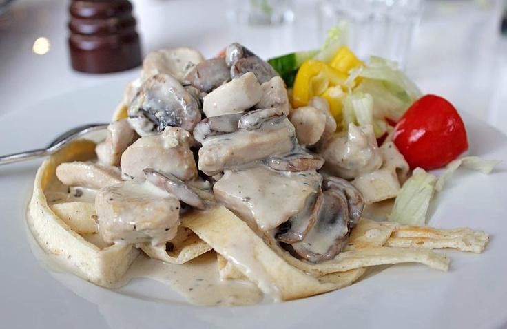 Allt om LCHF – Recept och tips för LCHF: LCHF-pasta med kyckling och gorgonzolasås