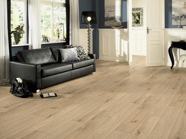 das laminat in landhausdielenoptik mit umlaufender v fuge ist die perfekte echtholzboden. Black Bedroom Furniture Sets. Home Design Ideas