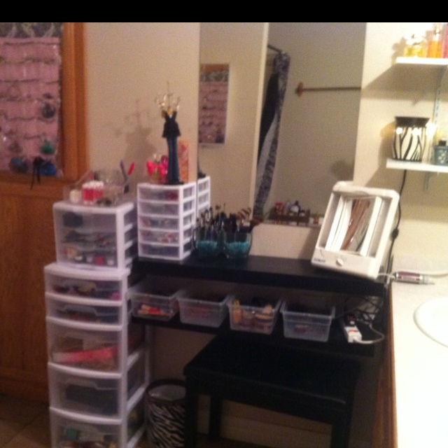 DIY Vanity Table   Different Types Of Storage Drawers...but Against The Wall