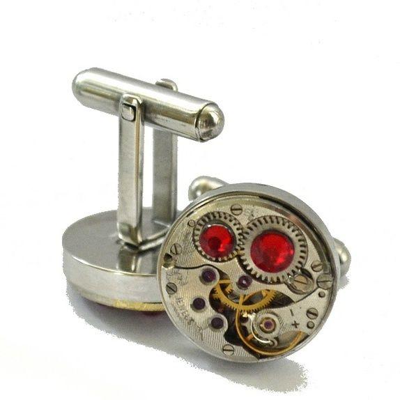Steampunk mansjettknapper - med røde Swarovski-krystaller.