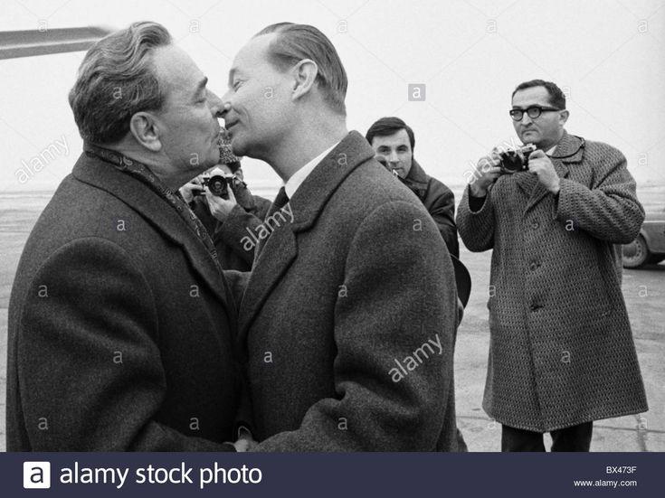 Just a kiss. Alexander Dubcek, Leonid Brezhnev, kiss Stock Photo