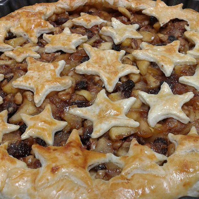 Buenos dias!! hoy Studel de manzana. Tremendo.Feliz lunes!! Necesito unas vacaciones 😰  #studel #studeldemanzana #baking #bake #baked #foodie #foodblog #yummy #yumyummy #tartasdelunallenablog #tartasdelunallena #masas #hojaldre #dulcesdenavidad #christmassweets http://tartasdelunallena.blogspot.com.es/