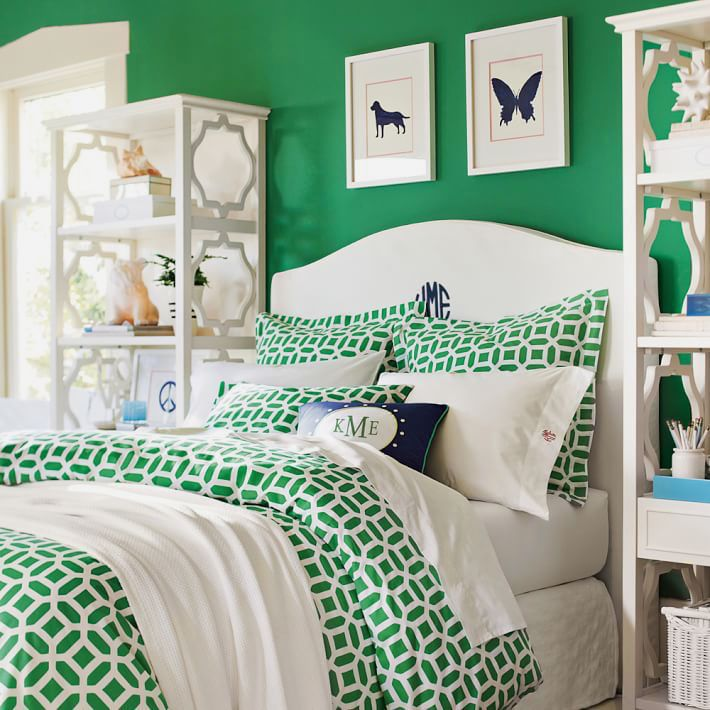 Bold kelly green #bedroom with adorable #monogram throw pillow