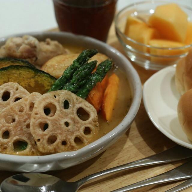 カリカリに揚げた野菜と こんがり焼いた手羽元入りのスープカレー (*๓´╰╯`๓)デザートは秋の味覚 柿をどうぞ♪♪ - 37件のもぐもぐ - 具だくさんスープカレー ٩(๑´ڡ`๑)۶ by マカロン