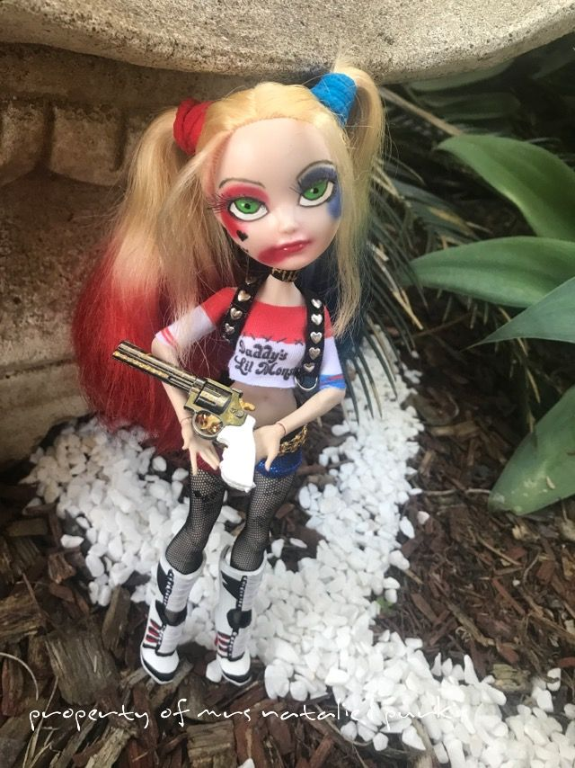 Ever after high ooak   Harley quinn suicide squad custom ooak repaint ! Plus a twist  Dress made by freakygearbyhm on etsy and top and shorts by lovelywoods on etsy !  I hand harved the batts and also made the mallets , gun was a keychain i painted ! Boots where black headmistress i replained and added real laces ! Hope u enjoy Made by Mrs Natalie L Purkis