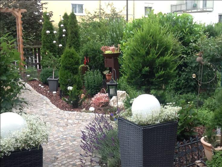 reihenhausgarten ohne rasen brunner erika garten. Black Bedroom Furniture Sets. Home Design Ideas