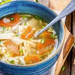 Una buena sopa caliente siempre ha sido la mejor manera de hacer pasar el frío que este año ha tardado en llegar, pero no hace falta esta excusa para prepararnos una sopa de ajo, de cebolla o de miso, si optamos por la tradición que nos ha llegado de Japón.