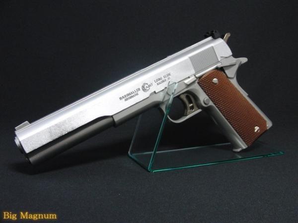 銃 紹介BOT @Gunsbot     ハードボーラー  AMT社が製造するガバメントモデルの.45口径半自動式拳銃。照門が調節できグリップ・セイフティーが伸びた形状になっっている。ガバメントモデル初の全ステンレス製で映画ターミネーターでも登場した