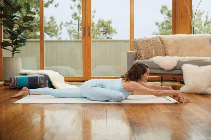 NachMeditation zur Erdungund Meditation für Zentrierung geht es in Elena Browers 5-Tage-Programm weiter mit Meditation für mehr Klarheit im Leben. Sie mobilisieren zunächst Ihre Hüften, dehnen die Beinrückseiten und die Flanken. Dadurch entstehen Durchlässigkeit und Weite, die Energien können besser fließen, die Organe werden erfrischt und es fällt Ihnen leichter, zu geistiger Klarheit und Ausdauer …