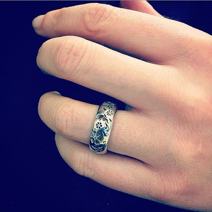 Buy less... Choose well ~ Vivienne Westwood  Fedina Fantasy  Acquista online www.etrarte.it  #anello #ring #anellofarfalle