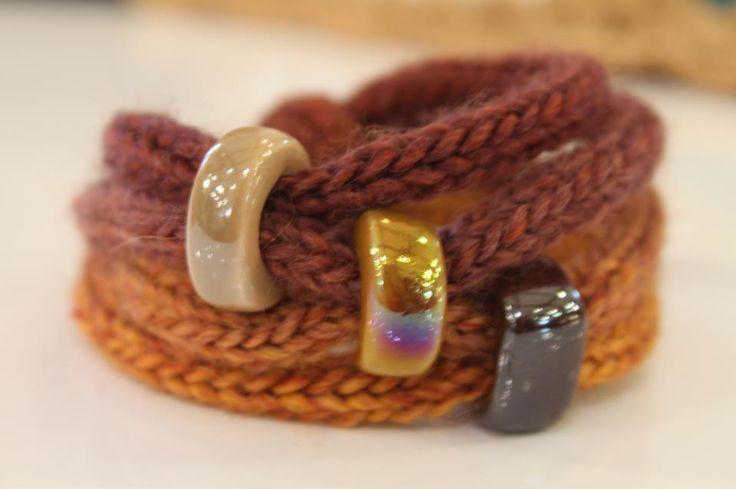bracelet tricotin ✿Teresa Restegui http://www.pinterest.com/teretegui/✿
