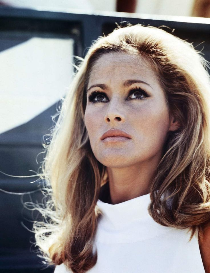 #Bondgirl #1963 #JamesBond www.EstaRomi.com