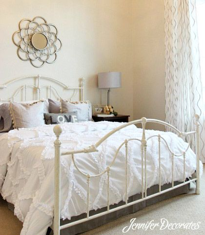 Headboard ideas from bedroom for Apartment bedroom decorating ideas pinterest