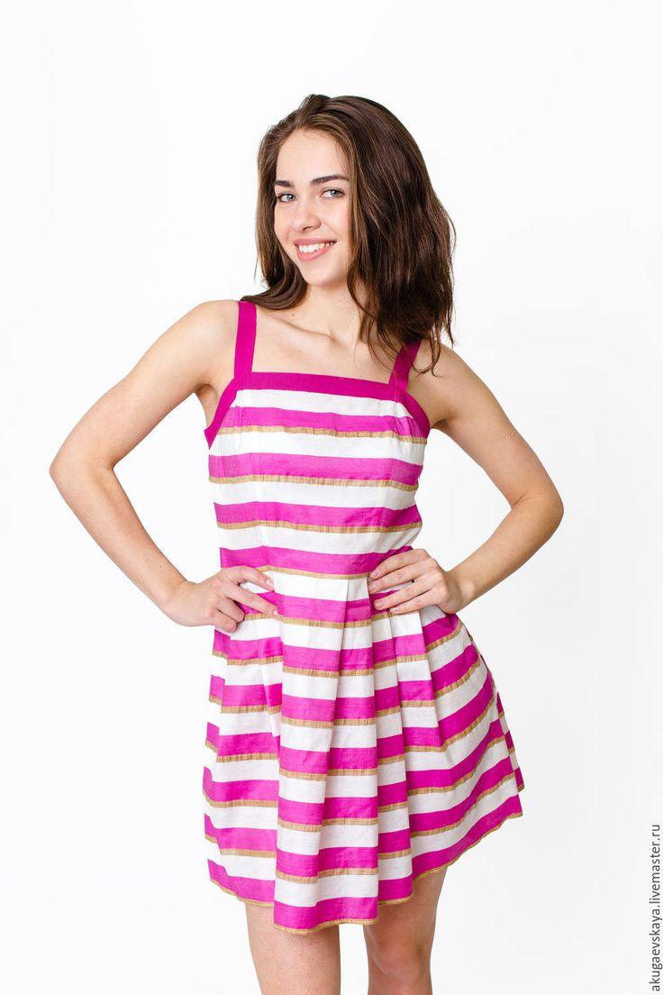 Купить или заказать Летнее короткое платье в полоску 'Breeze' в интернет-магазине на Ярмарке Мастеров. Легкое летнее платье в морском стиле с лямочками из репсовой ленты. в белую и розовую полоску прекрасный вариант как для отпуска на море так и для жаркого городсого…