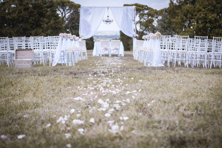 Rito civile...? #rite #ritocivile #civilrite #wedding #marriage #chandelier #candeliere #lampadario #petali #rose #fiori #flowers #air #outdoor #petals #drapes #preparations #ideas #idea #weddingidea #italy #matrimonio #ideematrimonio