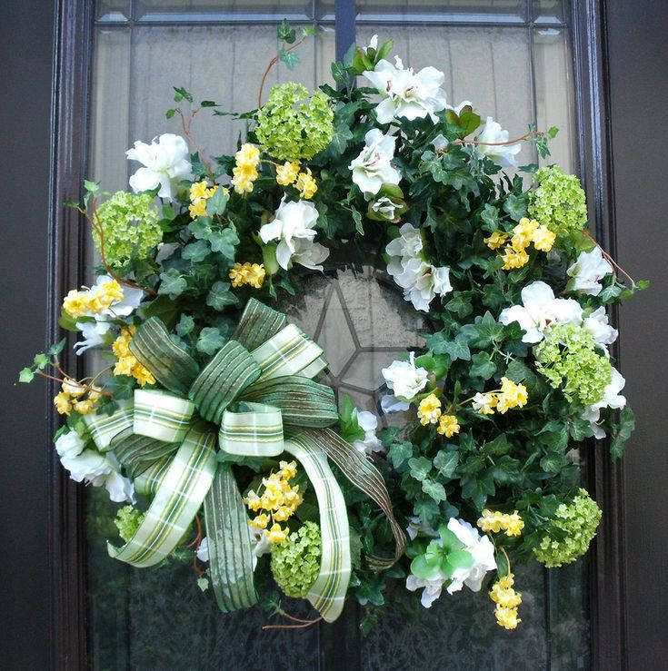 Love this for St. Patricks Day!: White Flower, St. Patti, Girls Next Doors, Decoration Idea, Saint Patrick'S Day, Front Doors, St. Patrick'S Day, Green Wreaths, St Patrick'S Day