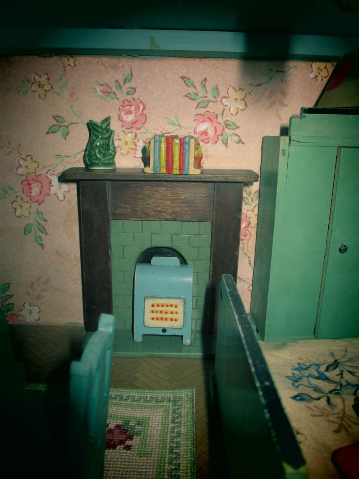 1950s dolls house by Triang