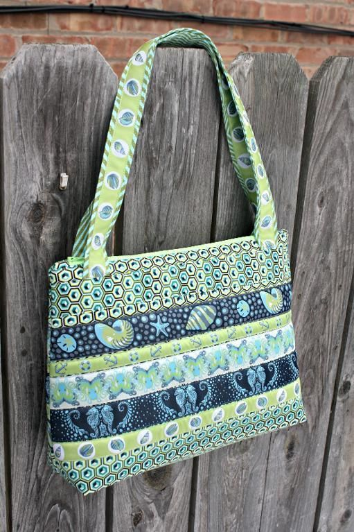 Fabric bags are such a handy item! We've listed 6 irresistible free bag patterns for you to stitch for yourself or as gifts!