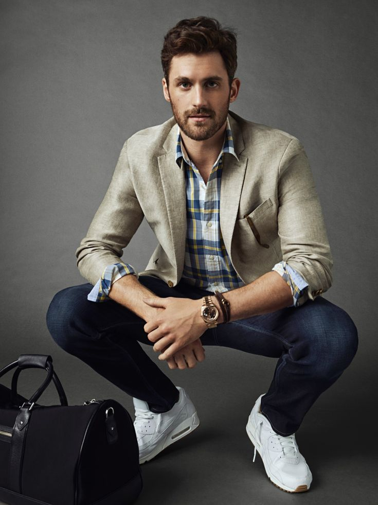 Keep your weekend look cool with like pro-basketball player Kevin Love. Pair our linen blazer with slim fit jeans and a summer right plaid shirt | Banana Republic