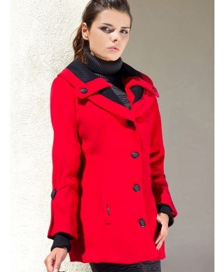 Elegancki, bardzo modny klasyczny czerwony płaszcz idealny na każdy dzień. Doskonale leży. Rozmiarówka większa niż standardowo.