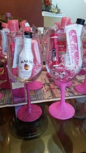 Nagellack-Babyparty-Bevorzugung mit Miniweinflasche #babyparty #bevorzugung #mi