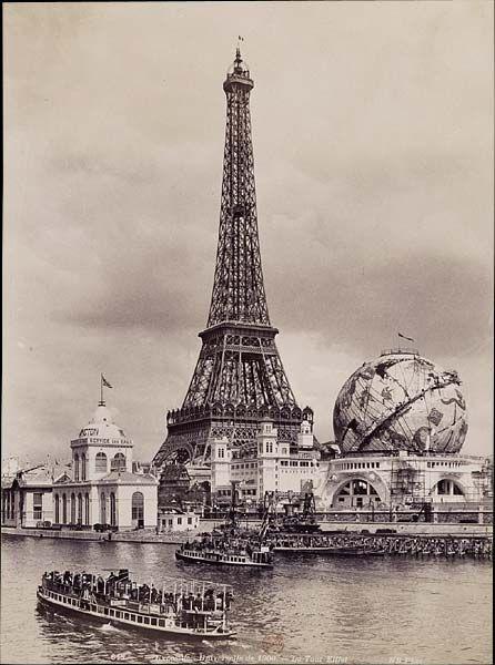 """¤ Neurdein frères """" La tour Eiffel """"  Tirage sur papier albuminé d'après négatif sur verre au gélatino-bromure d'argent, 27 x 20 cm  BnF, Estampes et Photographie, D.L. #1900, Qb1 1900 folio, Exposition universelles, photographies de Neurdein, tome 3"""