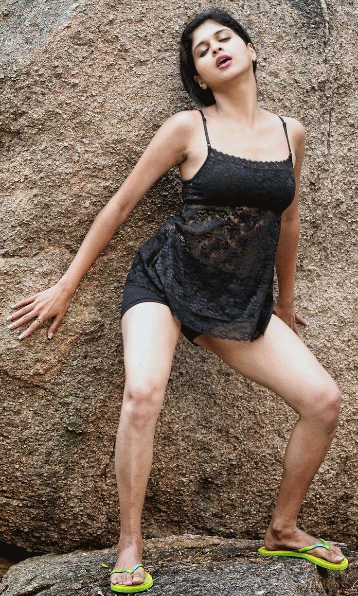 Naveena Navel
