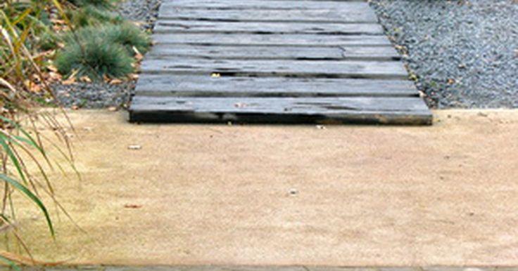 ¿Cuál es el significado de los jardínes zen?. Un jardín zen es distinto de un jardín tradicional con flores y agua. De hecho, los jardines zen se caracterizan por no tener estanques ni agua, pero sí incluyen rocas, gravilla, arena y quizás algo de musgo.