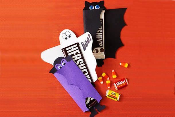 Que tal presentear as crianças e os amigos com cartões recheados de chocolate no Dia das Bruxas?