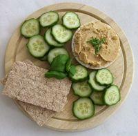 Hummus is een puree op basis van kikkererwten, die oorspronkelijk afkomstig is uit het gebied ten oosten van de Middellandse zee.