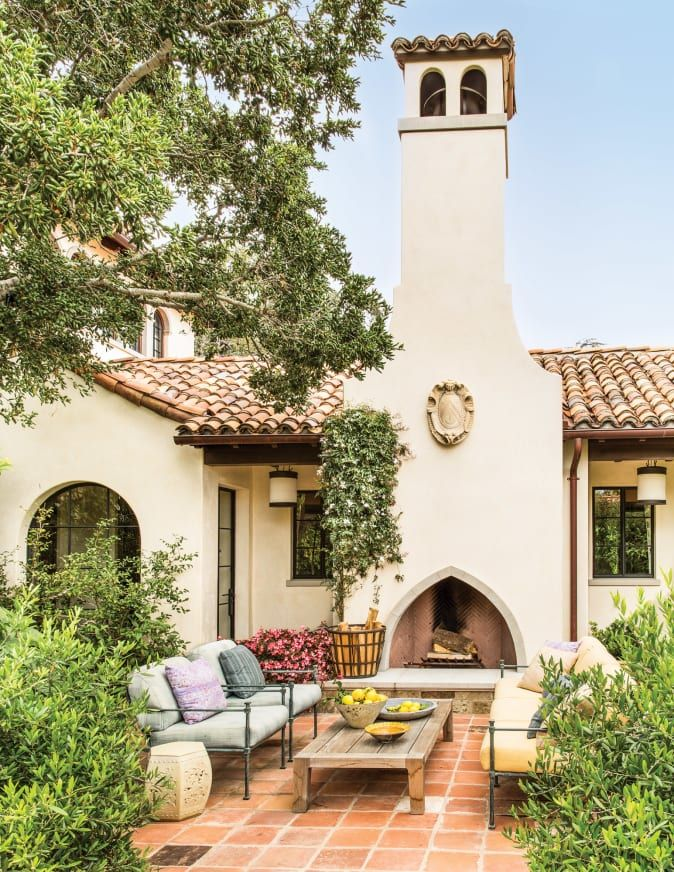 Ferguson Shamamian S Spanish Colonial House In 2020 Spanish Colonial Homes Spanish Style Homes Spanish Revival Home
