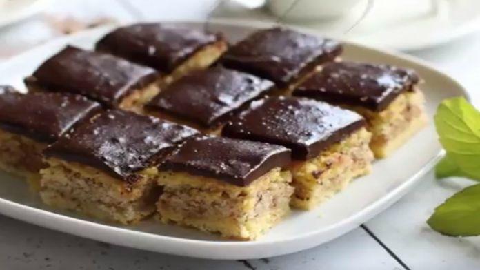 Bleskové čokoládové řezy s oříškovou náplní a báječnou chutí!