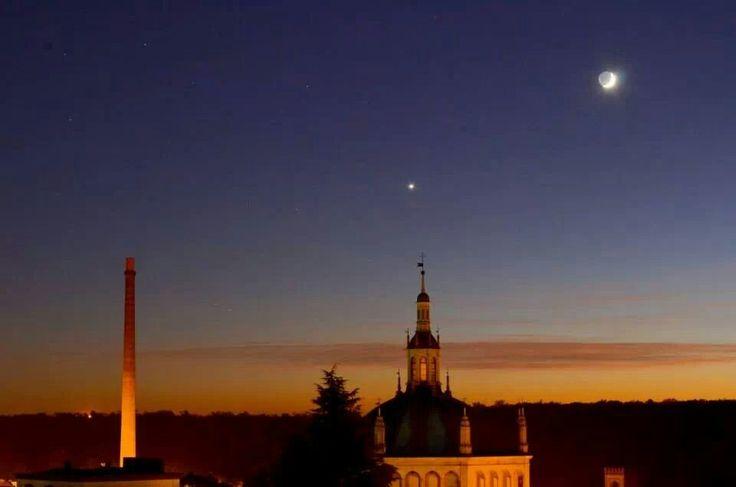 Luna e Venere su Crespi d'Adda Foto di Paolo